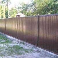 Забор на фундаменте из профнастила